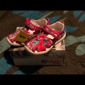 Naturino express sandals. Size 25 (American 9)